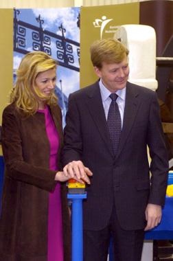 Guillermo de Holanda y Máxima Zorreguieta acuñan la primera moneda con la imagen de la princesa Amalia
