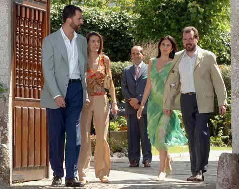 Los Príncipes de Asturias celebran la boda de don Jesús Ortiz en Llanes