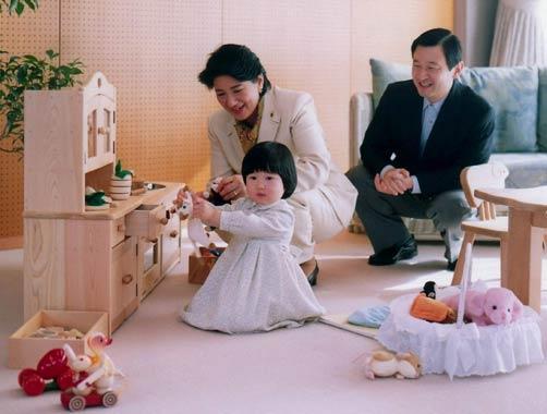 El emperador Akihito manifiesta su dolor por las quejas públicas de su hijo Naruhito