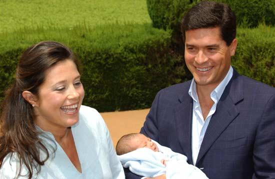 La princesa Alexia y su esposo, Carlos Morales, presentan a su tercer hijo, Carlos