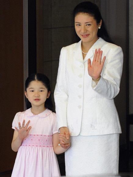 La princesa Masako se queda en casa con su hija, la princesa Aiko, mientras el príncipe Naruhito pone rumbo a Tonga