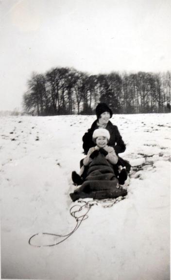 La fotografías más divertidas de Isabel II salen a la luz pública