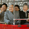 Los Emperadores de Japón celebran sus bodas de oro con una visita en familia al parque natural Kodomonokuni