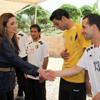Rania de Jordania promueve la educación para todos los jóvenes a golpe de balón