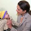 Rania de Jordania lleva la ilusión a las niñas de una escuela de Jerash