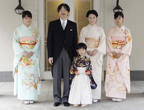 El príncipe Hisahito, futuro emperador de Japón, celebra en familia su paso a la niñez