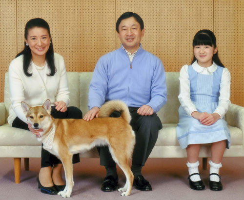 Naruhito de Japón habla del delicado estado de salud de su padre, el emperador Akihito, durante la celebración de su 52 cumpleaños