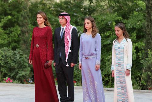 Rania de Jordania con sus hijos