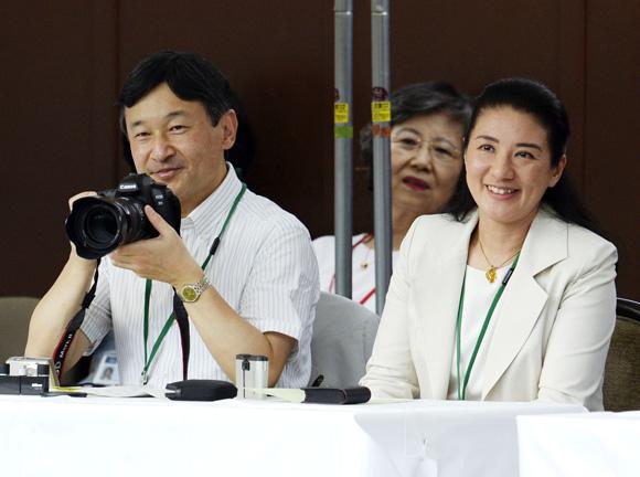 Aiko de Japón devuelve la sonrisa a su madre