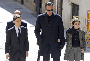 Jaime de Marichalar despide a su madre junto a sus dos hijos