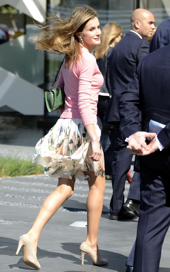 Las faldas 'de altos vuelos' de la princesa Letizia y la duquesa Catherine
