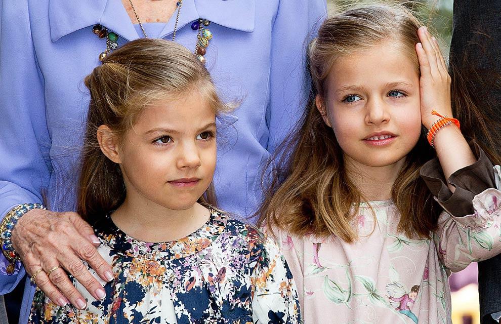 Los niños reales salen de palacio