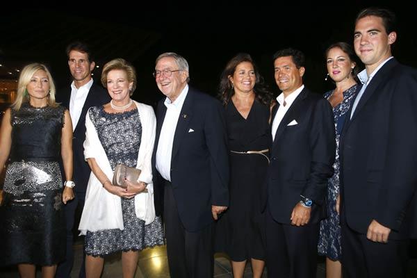 La reina Sofía y la Familia Real griega visten de elegancia las bodas de oro de Constantino y Ana María de Grecia
