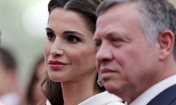 Rania de Jordania se vuelve a inspirar en el 'look' que llevó en la boda de los reyes Felipe y Letizia