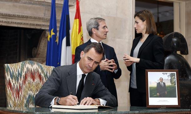 Los Reyes muestran su apoyo al pueblo francés tras los ataques sufridos en París