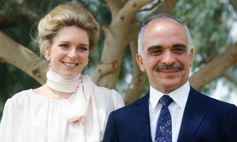 Así es Noor de Jordania, la bella norteamericana que fue 'la luz' del rey Hussein