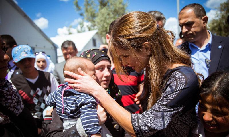 Rania de Jordania se enfrenta cara a cara con la dura realidad de los refugiados de Kara Tepe