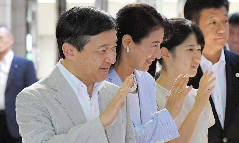 Naruhito de Japón y su familia 'descansan' de las teorías de abdicación por unos días