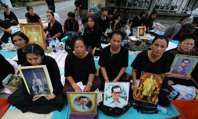 Luto en Tailandia tras el fallecimiento del rey Bhumibol Adulyadej