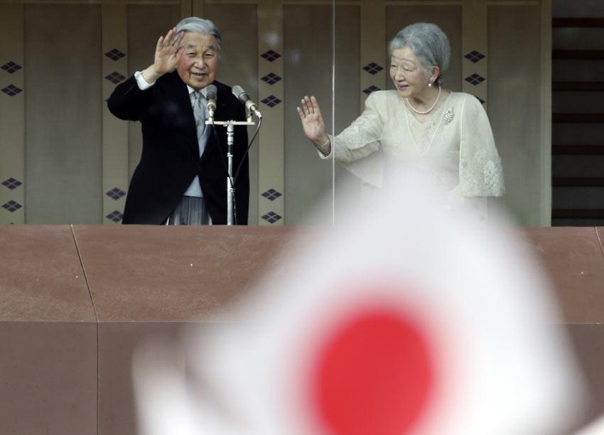 El 83º cumpleaños de Akihito de Japón, tal vez uno de los últimos como Emperador, bate récord de multitudes