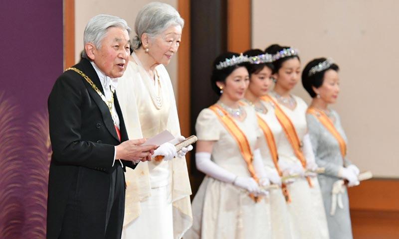 Akihito de Japón comienza el Año Nuevo con planes muy distintos a su deseada abdicación