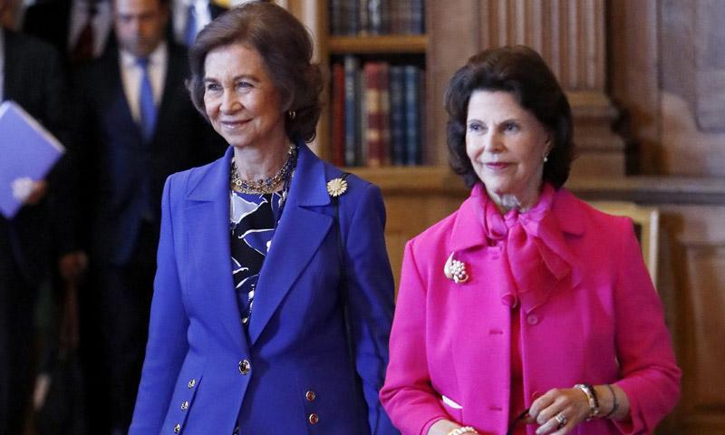 La reina Sofía y Silvia de Suecia unen fuerzas contra la demencia y la princesa Sofia aprende de las 'maestras'