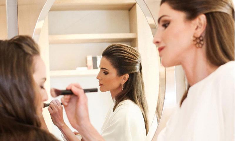 Salma de Jordania tiene maquilladora propia: su madre, la reina Rania