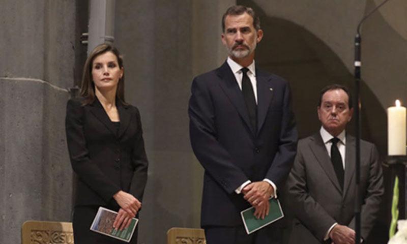 Los Reyes asisten en la Sagrada Familia a la misa en memoria a las víctimas de los atentados
