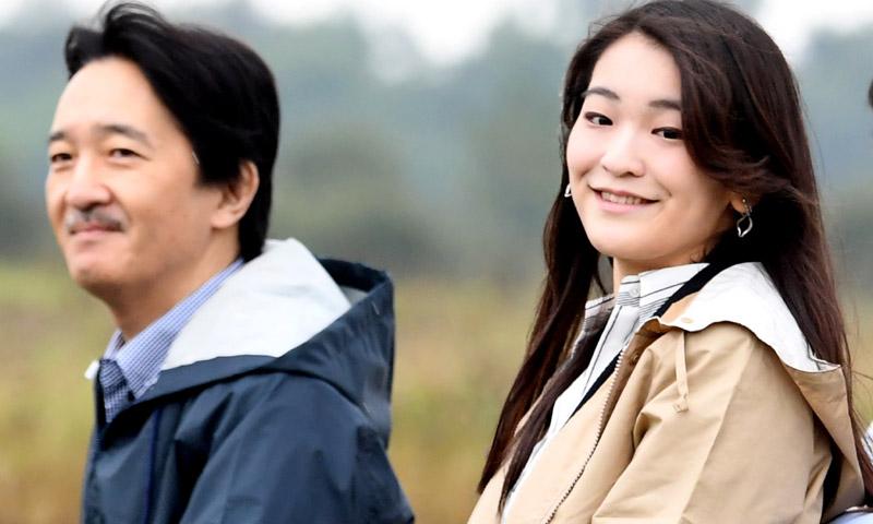 Mako de Japón, compenetradas vacaciones con su padre antes del primer paso para su boda