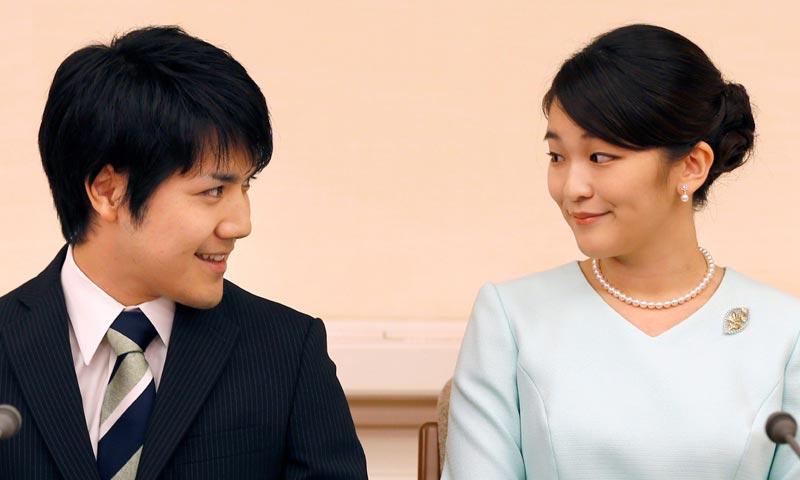 Mako de Japón cumple con la tradición y anuncia de manera oficial su compromiso de boda