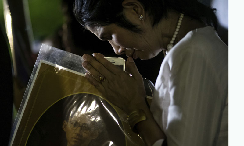 Último adiós al Rey Bhumibol Adulyadej en Tailandia, ¿por qué se celebra la cremación un año después de su muerte?