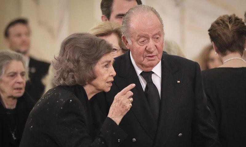 Los reyes Juan Carlos y Sofía, juntos en el funeral de Miguel de Rumanía