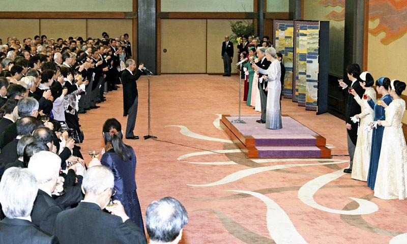 Akihito de Japón conmemora los treinta años de su coronación