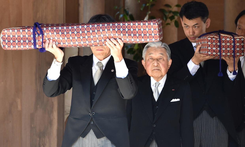 Empieza la cuenta atrás: Akihito de Japón recoge los tres tesoros imperiales que cederá a su hijo
