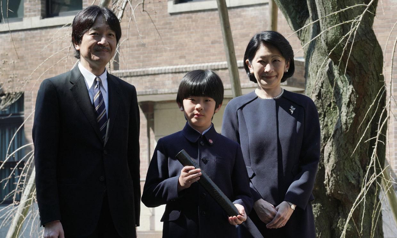 Encuentran dos cuchillos en el pupitre del colegio de Hisahito de Japón