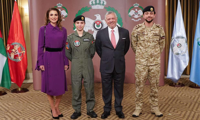Salma de Jordania, hija de Abdalá y Rania, se convierte en la primera mujer piloto de su país