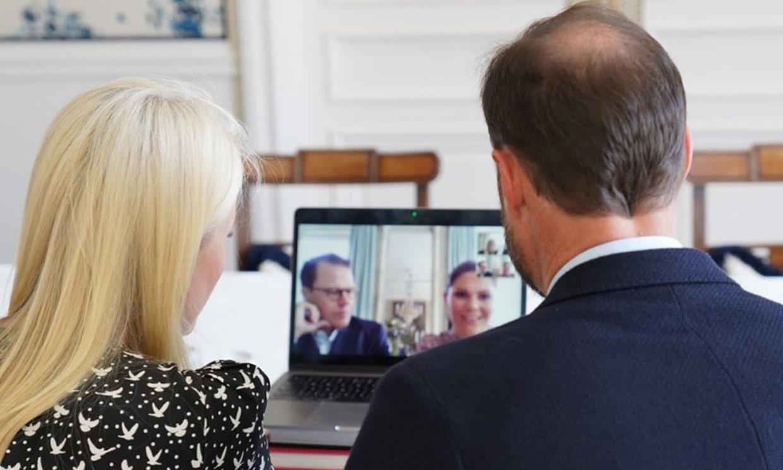 ¡Quedada virtual de 'royals'! Victoria y Daniel comparten risas y charla con Haakon y Mette Marit