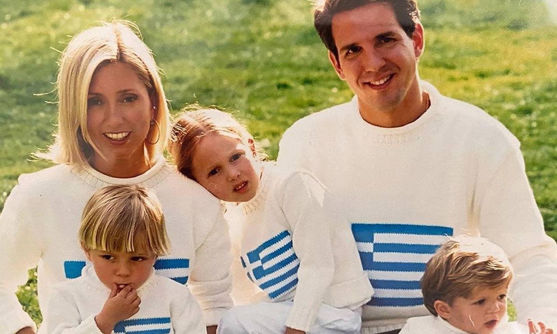 Marie Chantal y sus hijos rescatan el álbum familiar más divertido para felicitar a Pablo de Grecia