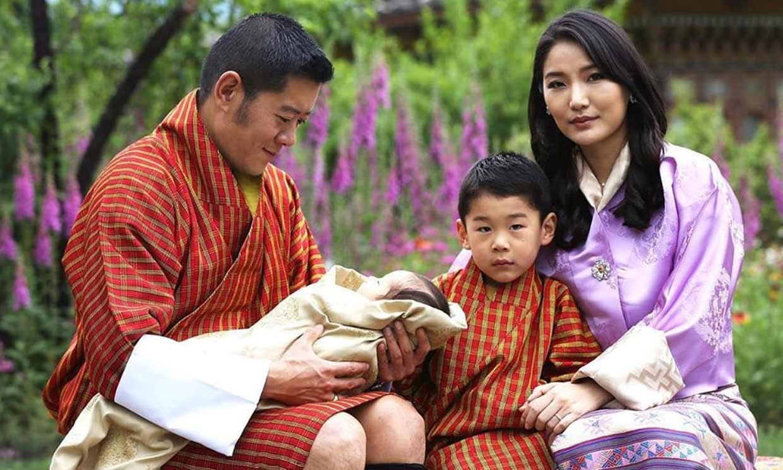 Los reyes de Bután nos presentan a su segundo hijo