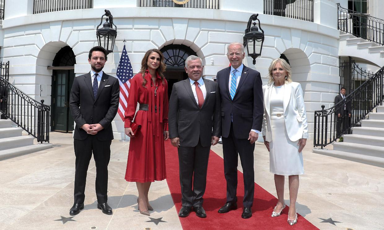 Abdalá y Rania de Jordania dan protagonismo al príncipe Hussein en un momento clave