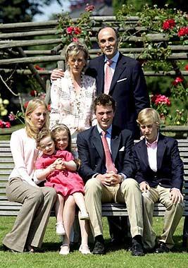 La Familia Real belga posa al completo en el 175º aniversario de su país