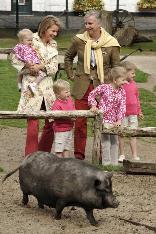 Felipe y Matilde de Bélgica inician sus vacaciones con una divertida visita al zoo junto a sus hijos