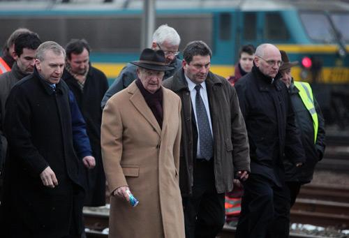 Alberto de Bélgica visita el lugar del accidente ferroviario que se cobró la vida de 18 personas
