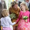 Matilde de Bélgica le enseña a su hija Elisabeth el oficio de princesa