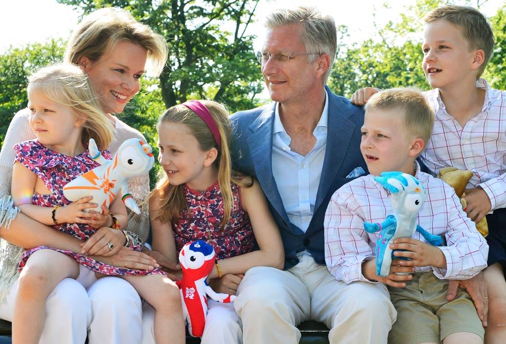 Felipe y Matilde de los belgas viajan con sus hijos a Londres