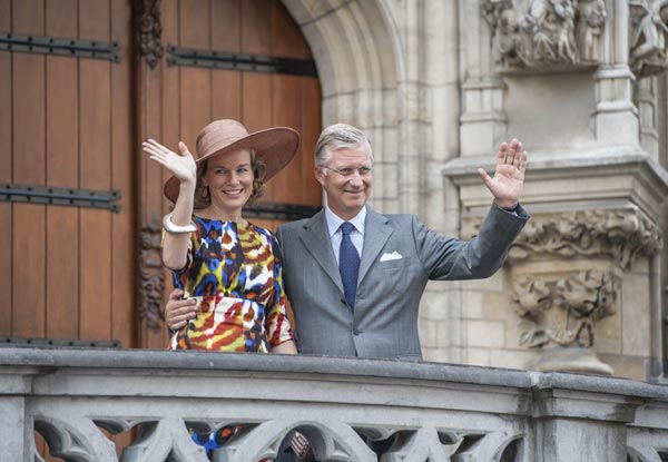 Felipe y Matilde de Bélgica comienzan su andadura como Reyes con un entusiasta recibimiento de los belgas