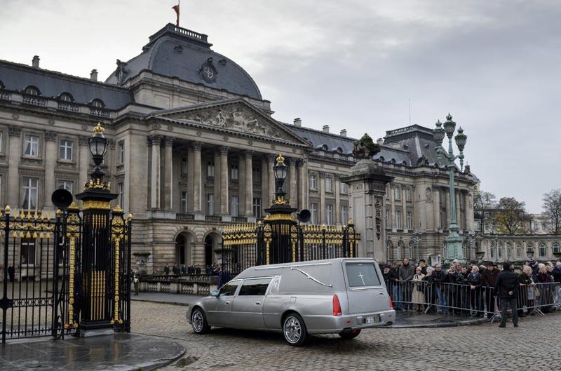 La Familia Real belga visita en privado la capilla ardiente de la reina Fabiola