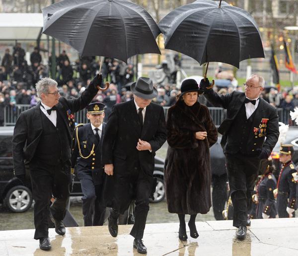 El cariñoso adiós de don Juan Carlos y doña Sofía a una reina española en un trono extranjero