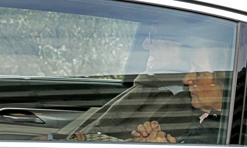 Alberto de Bélgica visita a su mujer, la reina Paola, en el hospital