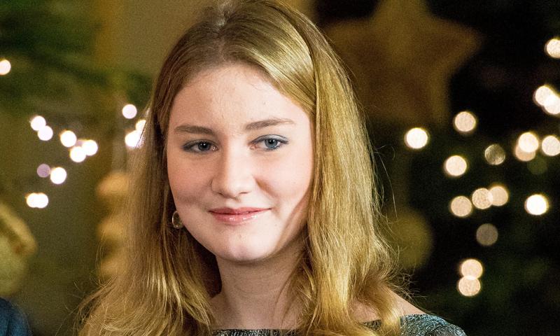 Elisabeth de Bélgica, una heredera que deslumbra vestida de largo por Navidad